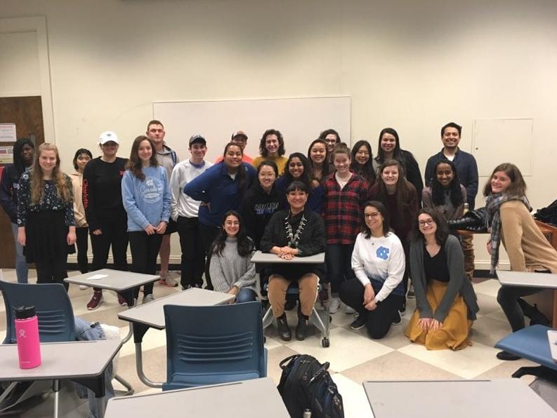 Sandra Cisneros poses with around 20 students during her visit Geovani Ramírez' class
